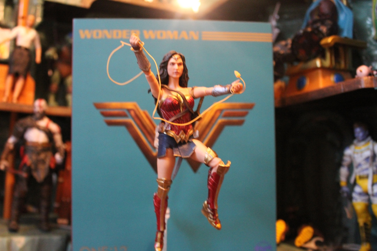 Review:  Mezco One:12 Collective Wonder Woman Collectable Figure